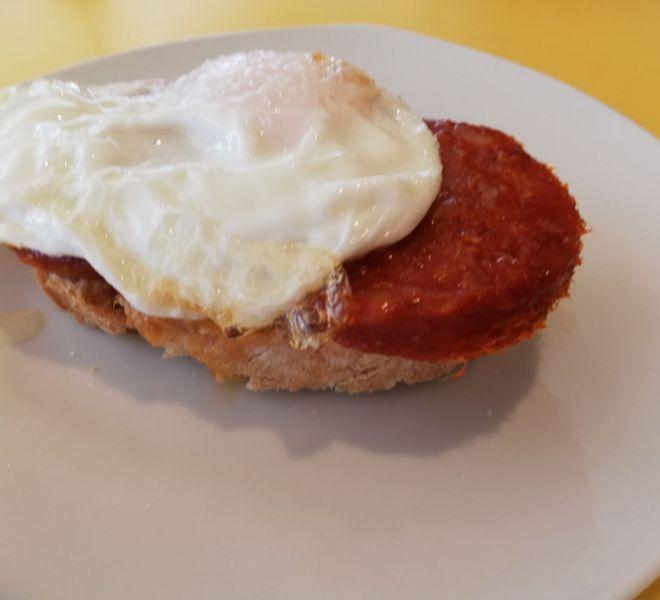 Tosta de sobrasada y huevo