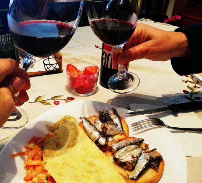 Tortilla de verduras y tosta de sardinas